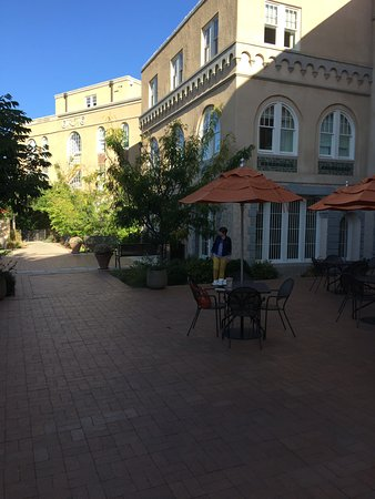 Hotel Parq Central: beautiful courtyard patio
