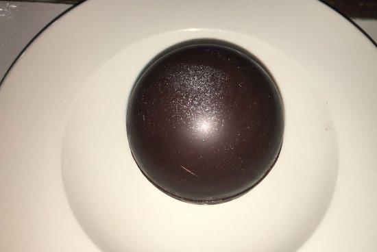 Bistrot de L'Oulette: Sphère en chocolat, mousse praliné