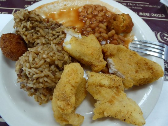 Sedalia, Μιζούρι: Catfish, Beans, Rice and Hush Puppy