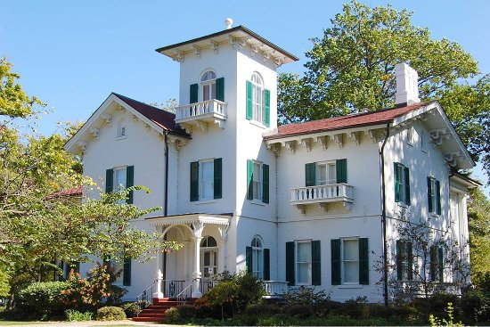 Sterling, อิลลินอยส์: The Dillon Home is a work on Italianate Architecture