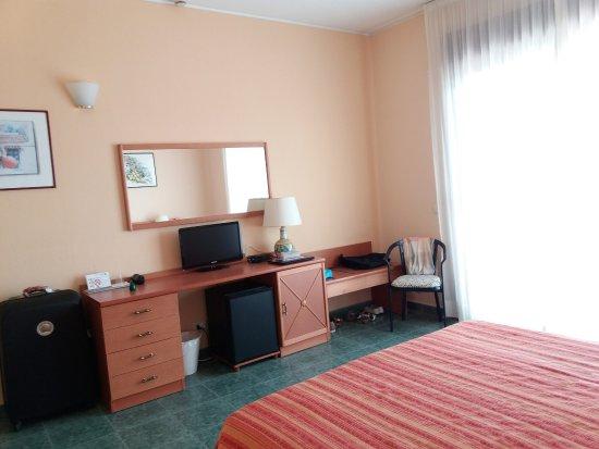 Vue dans ma chambre et de la fen tre de la chambre photo for Chambre d hotel sans fenetre