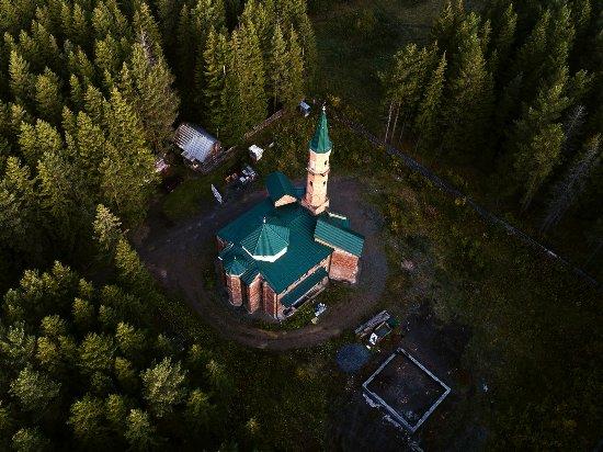 Revda, Russland: Смотрите, как с высоты выглядит строящаяся мечеть в леске на улице Российской.