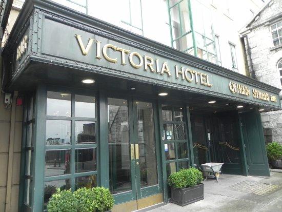 Victoria Hotel: Entrance