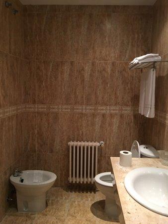 Quintueles, إسبانيا: Baño completo