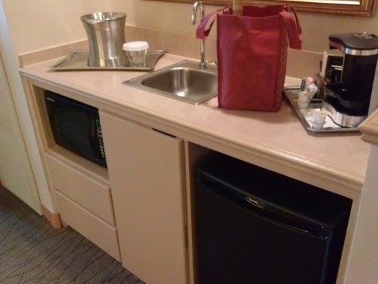 Hilton Boca Raton Suites: Kitchenette in Room