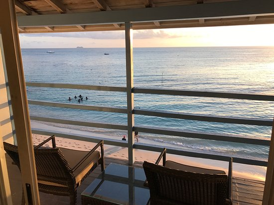 Holetown, باربادوس: Beachfront room view discovery bay room 305