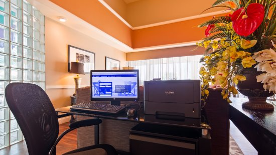 Best Western East Towne Suites: Business center