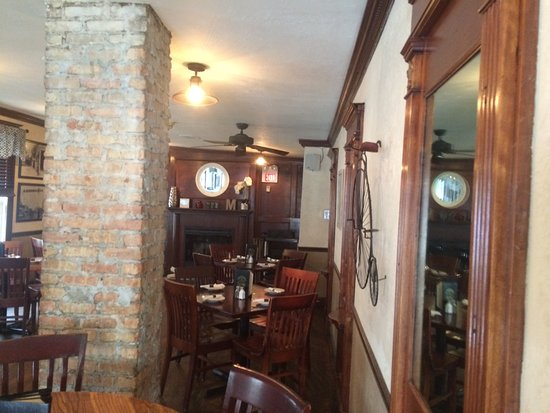 Wauconda, IL: One dining section
