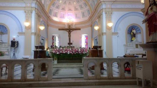 Eglise de Notre Dame de la Conception Immaculee Church: Inside the church