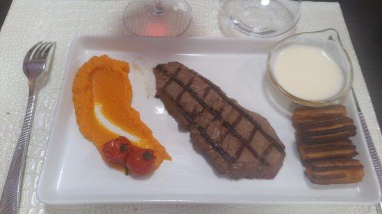 Valencay, Frankrike: le steak avec son accompagnement.