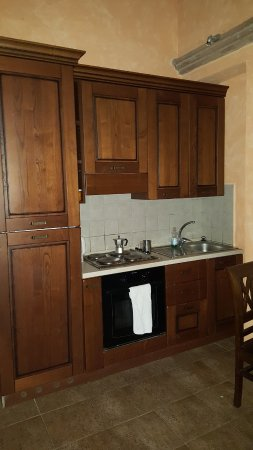 Ficulle, Włochy: kitchen, has fridge, kettle for coffee, one sink, no garbage disposal, no microwave