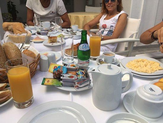 Roussos Beach Hotel: IMG-20170904-WA0017_large.jpg