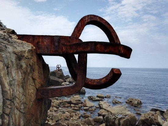 linda escultura - picture of peine del viento, san sebastian