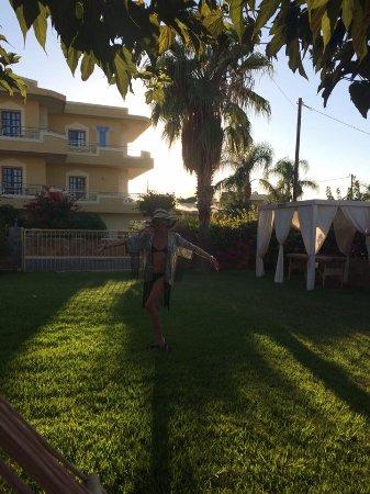 Socrates Hotel: cool shade
