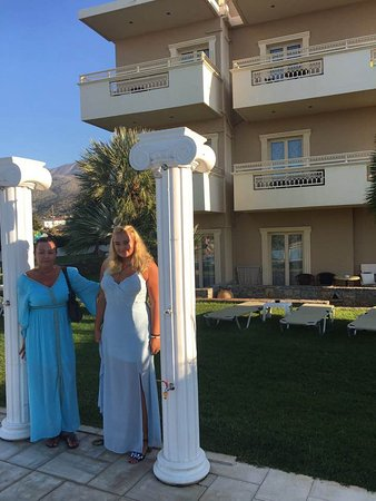 Socrates Hotel: of to cretan night xx