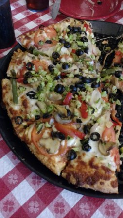 Averill Park, Нью-Йорк: Veggie Pizza from Kay's