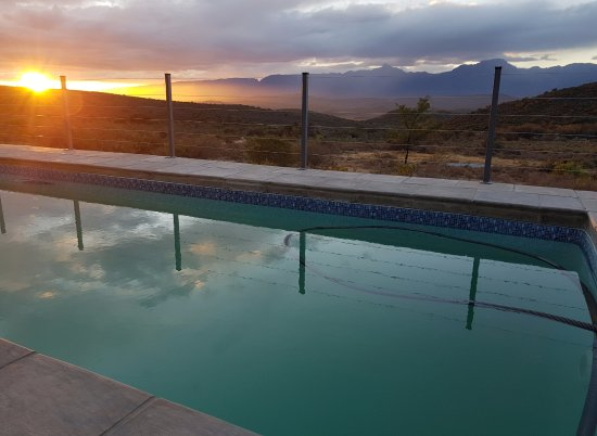 Ladismith, Republika Południowej Afryki: Sundowners by the pool. What can be better?