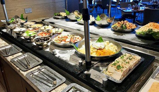 100 Sails Restaurant & Bar: Salad Bar