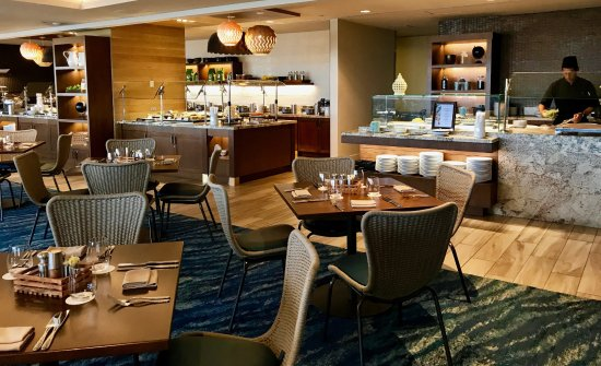 100 Sails Restaurant & Bar: As you go towards the buffet stations