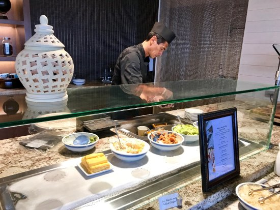 100 Sails Restaurant & Bar: Cedric at the Sushi Bar
