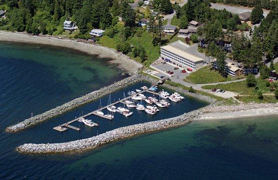 Beach Gardens Resort & Marina Image
