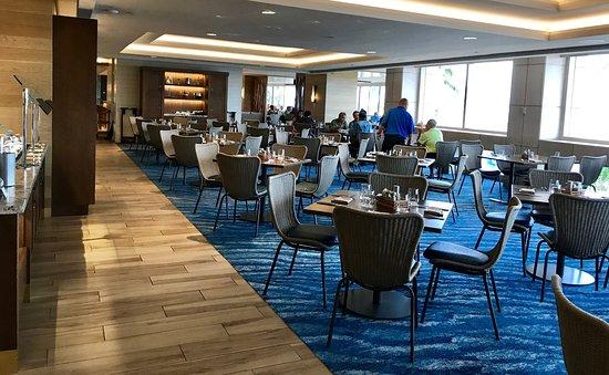 100 Sails Restaurant & Bar: Beautiful and spacious
