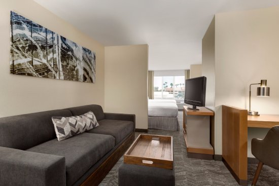 SpringHill Suites Phoenix North: Living Area in our king and queen/queen studio suites