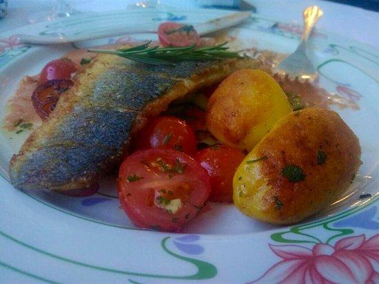 Steinbach am Taunus, Alemania: Hauptspeise. Gut gebratener Fisch mit kräftiger Ingwer-Sauce