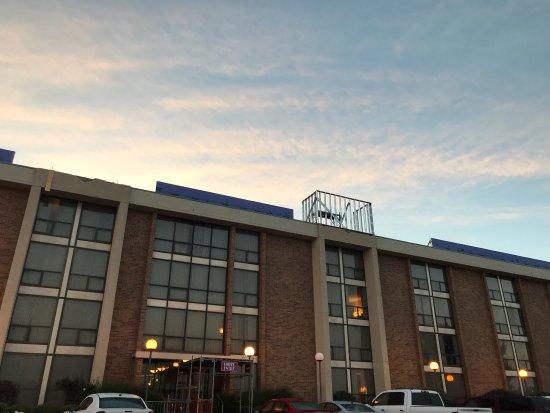 Drury Inn Kansas City Shawnee Mission: photo1.jpg