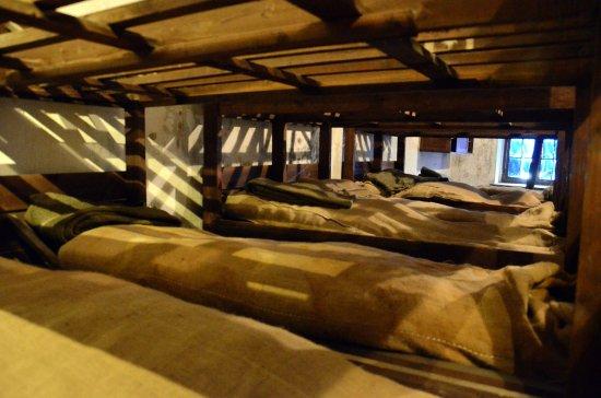 Willebroek, België: De bedden met hun strozakken