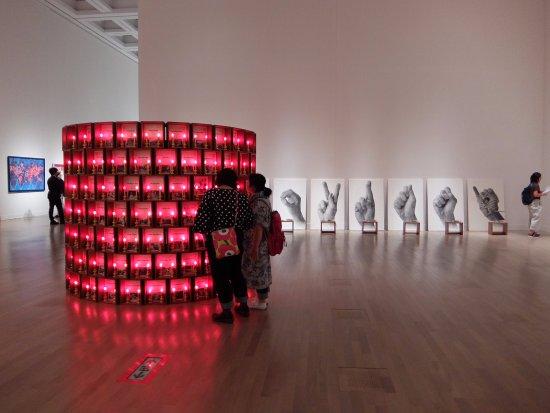 The National Art Center, Tokyo: サンシャワー展。写真撮影可能な展示も多い。
