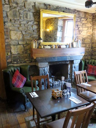 A rustic Inn interior - The Village Inn at Arrochar (02/Sept/17).