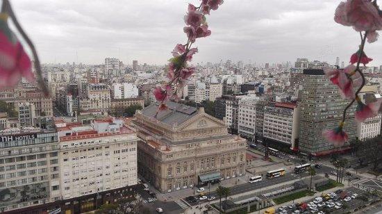 Panamericano Buenos Aires Hotel: vista desde la terraza, piso 23, del teatro colon