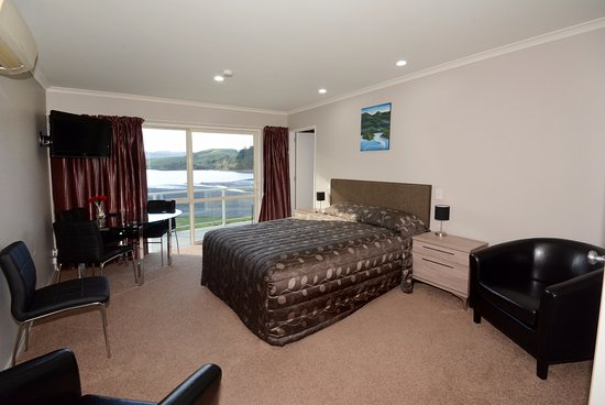 Otago Peninsula Motel: View from family unit to harbour downstairs.