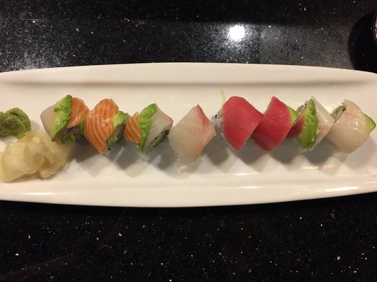 Ang's Sushi Bistro: Rainbow Roll