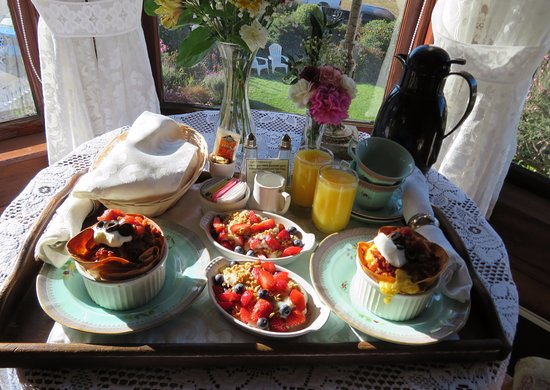 Headlands Inn Bed & Breakfast: Breakfast delivered right to your room