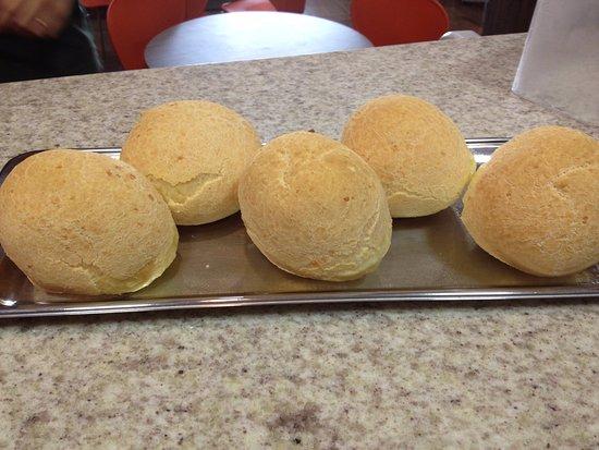 Lucas do Rio Verde, MT: Pão de queijo quentinho e saboroso.