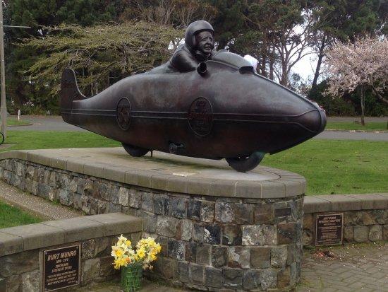 Invercargill, نيوزيلندا: Burt Munro Statue
