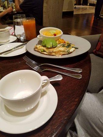The Fairmont Dallas: Spinach egg white omelet w fresh avocado & fresh fruit! Yummy!