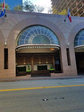 The Fairmont Dallas: Front Entrance