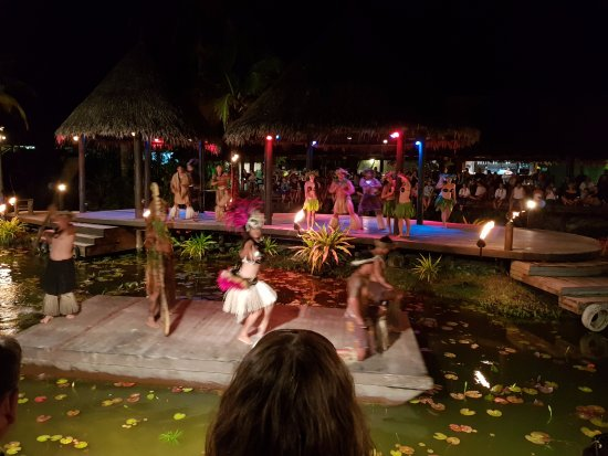 Muri, Kepulauan Cook: Part of the overall story where the stage became a floating platform