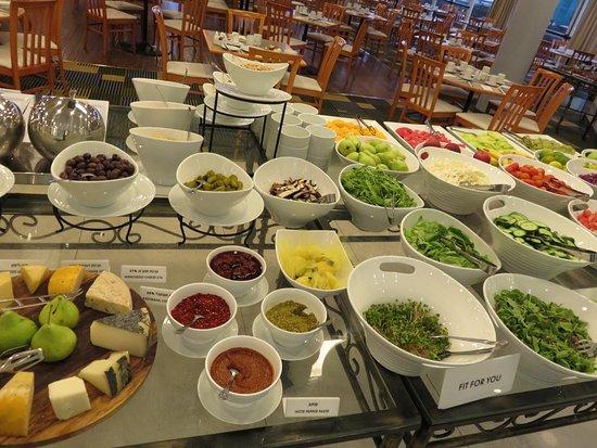 Renaissance Tel Aviv Hotel: amazing choices at breakfast buffet