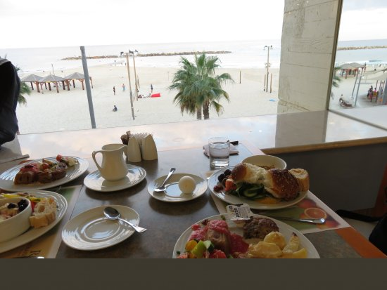 Renaissance Tel Aviv Hotel: breakfast with a view