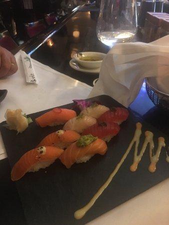 Lawrence, NY: On a mangé des sushis,poisson avec des petits légumes une cote de bœuf un vrai délice pour nos p