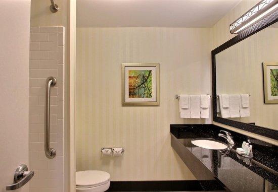 Oak Creek, Висконсин: Guest Bathroom