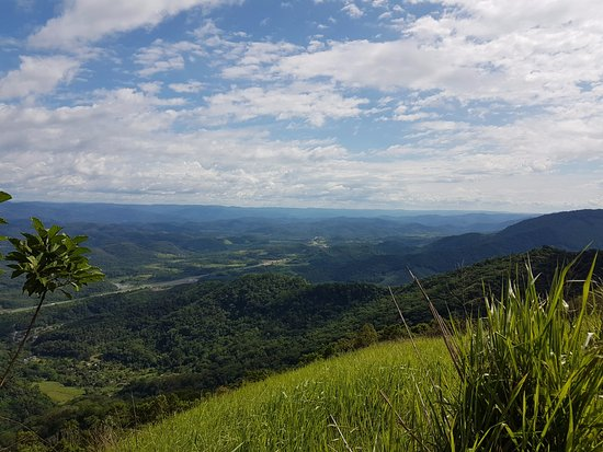 Miracatu, SP: Vista do alto da Serra do Manecão, sentido norte.