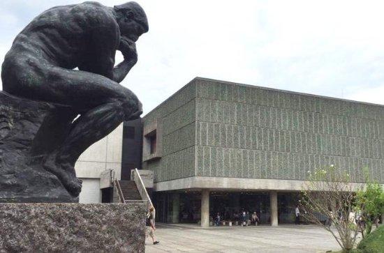 徒歩で上野公園の建築を観賞するプライベートツアー