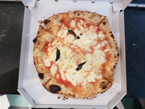 פיצה נאפוליטנית סבירה