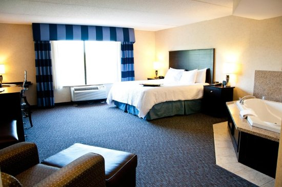 Warrington, PA: King Whirlpool Suite