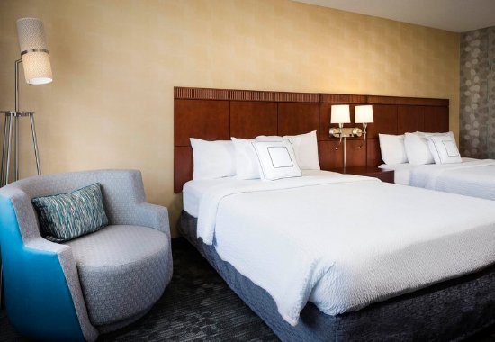 Shawnee, KS: Queen/Queen Guest Room